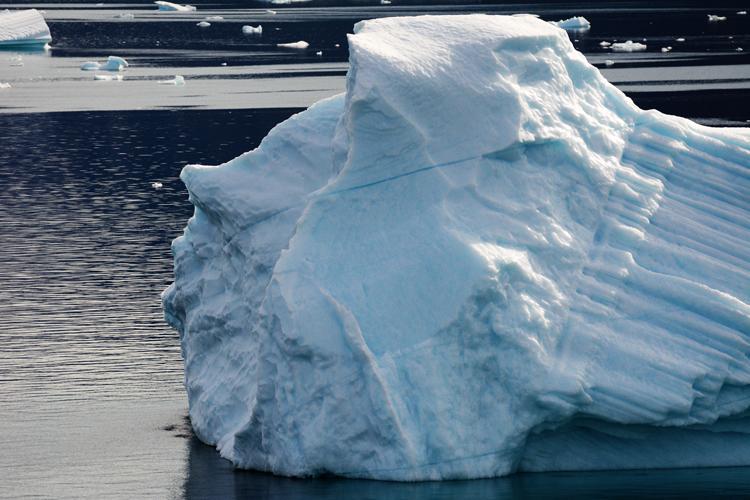 Image of a iceberg that looks like a face - iceberg pareidolia test