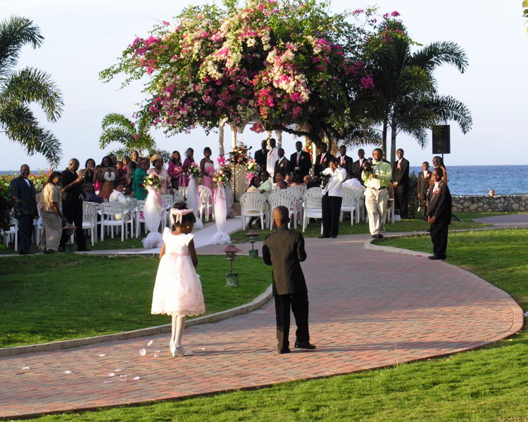 An image of a flower girl and a ring bearer at a destination wedding in Jamaica