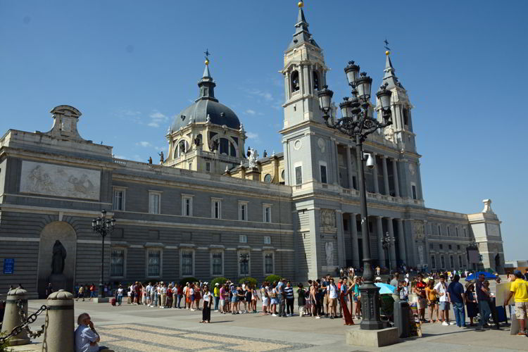 An image of Catedral de la Almudena in Madrid, Spain.