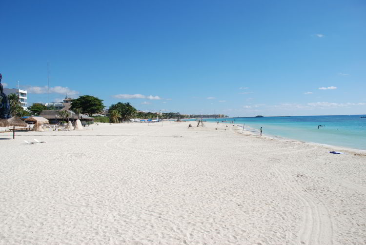 An image of a white sand beach in Riviera Maya, Mexico.
