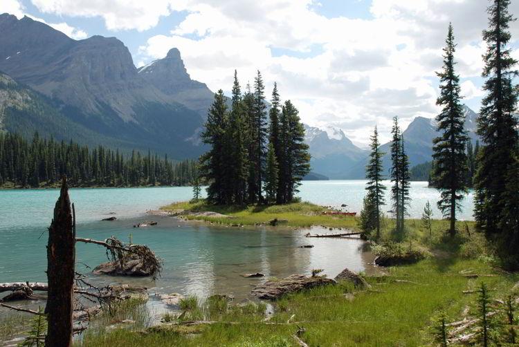 An image of Spirit Island in Jasper National Park - Alberta, Canada.