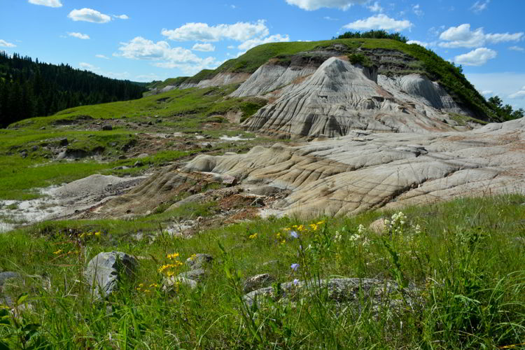 An image of the badlands in Big Knife Provincial Park in Alberta, Canada.