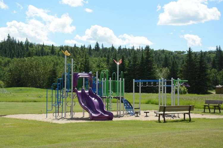 An image of the playground facilities at Big Knife Provincial Park in Alberta, Canada.
