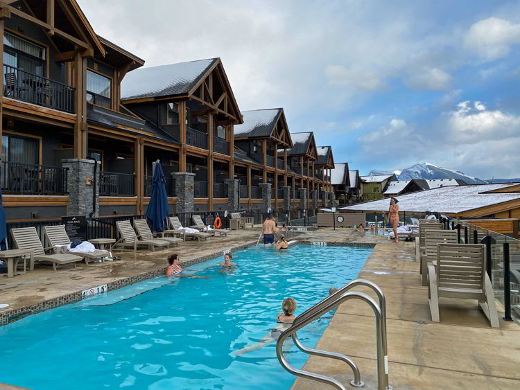 An image of the outdoor pool at the Malcolm Hotel in Canmore, Alberta.
